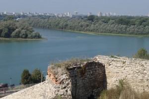 Ein wundervoller Ausblick auf die Flüsse Donau und Sava von der Burganlage Kalemegdan